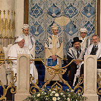 Pope Francis visits Rome Synagogue for first time