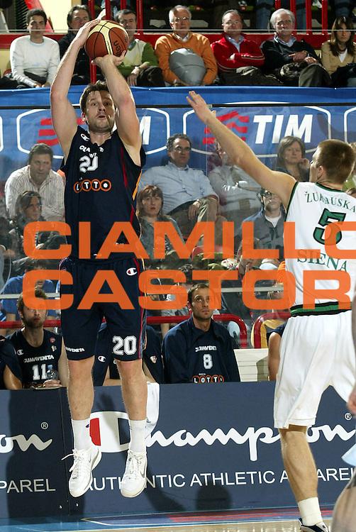 DESCRIZIONE : Forli Lega A1 2005-06 Coppa Italia Final Eight Tim Cup Montepaschi Siena Lottomatica Virtus Roma<br />GIOCATORE : Tusek<br />SQUADRA : Lottomatica Virtus Roma<br />EVENTO : Campionato Lega A1 2005-2006 Coppa Italia Final Eight Tim Cup Semifinali<br />GARA : Montepaschi Siena Lottomatica Virtus Roma<br />DATA : 18/02/2006<br />CATEGORIA : Tiro<br />SPORT : Pallacanestro<br />AUTORE : Agenzia Ciamillo-Castoria/S.Ceretti<br />Galleria : Coppa Italia 2005-2006<br />Fotonotizia : Forli Campionato Italiano Lega A1 2005-2006 Coppa Italia Final Eight Tim Cup Quarti Finale Montepaschi Siena Lottomatica Virtus Roma<br />Predefinita :
