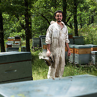 St Parthem, France le 28 juin 2014. Sebastien Cahors est apiculteur et produit du miel de chataignier bio.
