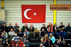 02-12-2009 VOLLEYBAL: LANGHENKEL ORION - HALKBANK ANKARA: DOETINCHEM<br /> Orion verslaat de Turken met 3-0 / Publiek support Turkse vlag<br /> ©2009-WWW.FOTOHOOGENDOORN.NL