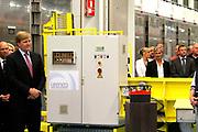 Zijne Koninklijke Hoogheid de Prins van Oranje opent donderdagmiddag 7 juni 2012 Hal 7 van uraniumverrijkingsfabriek van Urenco Nederland B.V. in Almelo.<br />  <br /> Urenco verrijkt uranium voor kernenergiecentrales door gebruik te maken van centrifugetechnologie. In Almelo worden met deze techniek ook diverse isotopen voor medische en industri&euml;le toepassingen geproduceerd. De productie vindt plaats onder toezicht van nationale en internationale organisaties.<br />  <br /> De bouw van productiehal 7 startte in 2010. Eind 2011 was de hal klaar om de eerste van duizenden gascentrifuges te installeren. Eind dit jaar zal de hal volledig zijn volgebouwd. <br /> Met de nieuwe productiehal 7 is Urenco Nederland de grootste productielocatie van de URENCO Group. De Urenco Group heeft naast vestigingen in Nederland ook vestigingen in Duitsland, het Verenigd Koninkrijk en de Verenigde Staten