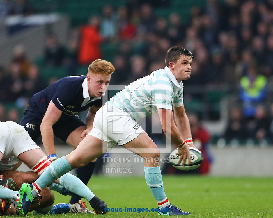 Seb Tullie of Cambridge University passes during The Varsity Match at Twickenham Stadium, Twickenham<br /> Picture by Mark Chappell/Focus Images Ltd +44 77927 63340<br /> 08/12/2016