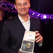 NLD/Hilversum/20200130 - Uitreiking De Gouden RadioRing 2020, Wilfred Genee met de Gouden RadioRing