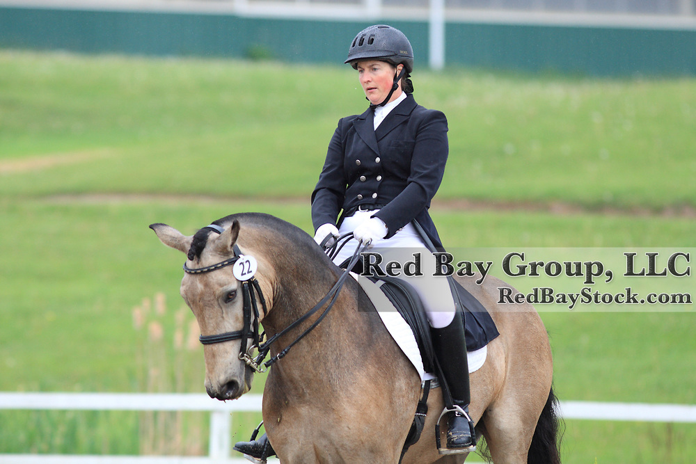 Lee Tayor and Cedar's Padraig at the 2010 Equivents Spring Classic in Milton, Ontario.