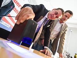 """18.05.2019, Wien, AUT, Am 17. Dezember um 18:00 Uhr veröffentlichte das deutsche Magazin """"der Spiegel"""" und die deutsche """"Süddeutsche Tageszeitung"""" ein ihnen zugespieltes Video das FPÖ-Chef Strache und den damalige Wiener Vizebürgermeister Gudenus bei einem Treffen mit einer angeblichen russischen Investorin auf Ibiza zeigt.  ARCHIVBILD einer Pressekonferenz am 11.03.2014 zum Thema: Mariahilfer Strasse. im Bild v.l.n.r. Landesparteiobmann FPOe Wien Heinz-Christian Strache und Klubobmann FPOe Wien Johann Gudenus beleuchten einen Befragungsbogen // FILEPHOTO of Leader of the right wing party Strache and FPOe Vienna party whip Johann Gudenus during FPOe press conference about Mariahilferstrasse at Media Center in Vienna, Austria on 2014/03/11. On Friday 17th may 2019 a secret video published by the """"Spiegel"""" and """"Süddeutsche Tageszeitung"""" showing Vicechancellor Strache (Austrian Freedom Party) and Party whip Gudenus with an russian Investor on Ibiza. EXPA Pictures © 2019, PhotoCredit: EXPA/ Michael Gruber"""