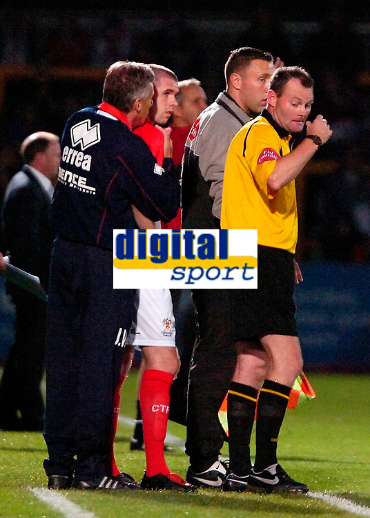 Photo: Ed Godden.<br /> Cheltenham Town v Bristol City. Carling Cup. 22/08/2006.<br /> Cheltenham Manager John Ward (L) gives some advice to ex-Bristol City player Steven Gillespie.