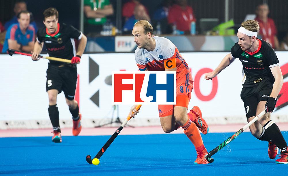 BHUBANESWAR - Billy Bakker (Ned) met Christopher Ruehr (Ger) tijdens de Hockey World League Finals , de kwartfinale wedstrijd Duitsland-Nederland (3-3).Duitsland wint na shoot-outs.    COPYRIGHT KOEN SUYK