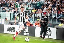 April 22, 2018 - Turin, Piedmont/Turin, Italy - Mario Mandzukic durig the Serie A match Juventus FC vs Napoli. Napoli won 0-1 at Allianz Stadium, in Turin, Italy 22nd april 2018 (Credit Image: © Alberto Gandolfo/Pacific Press via ZUMA Wire)