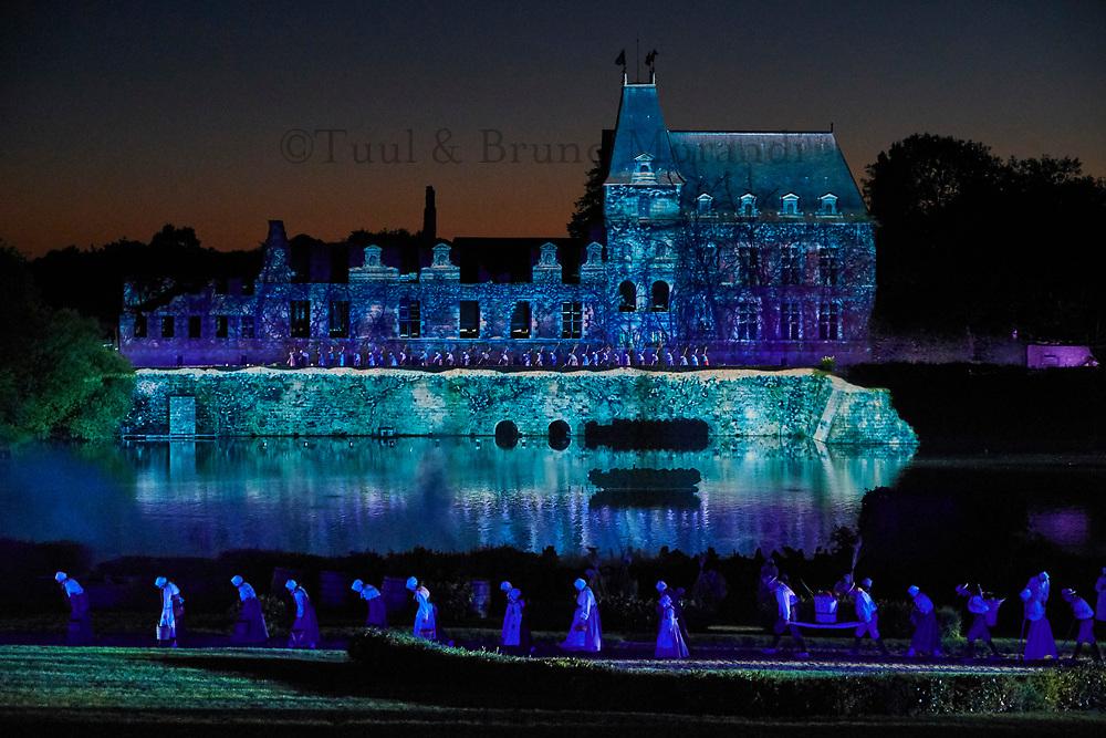 France, Vendée (85), Les Epesses, Parc du Puy du Fou, spectacle nocturne Cinéscénie // France, Vendée, Les Epesses, Parc du Puy du Fou, night time show the Cinescenie
