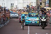 Nibali van de Astana ploeg. In Utrecht is deTour de France van start gegaan met een tijdrit. De stad was al vroeg vol met toeschouwers. Het is voor het eerst dat de Tour in Utrecht start.<br /> <br /> In Utrecht the Tour de France has started with a time trial. Early in the morning the city was crowded with spectators. It is the first time the Tour starts in Utrecht.