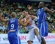 DESCRIZIONE : Vilnius Lithuania Lituania Eurobasket Men 2011 Second Round Turchia Francia Turkey France<br /> GIOCATORE : Kerem Tunceri<br /> SQUADRA : Turchia Turkey<br /> EVENTO : Eurobasket Men 2011<br /> GARA : Turchia Francia Turkey France<br /> DATA : 07/09/2011 <br /> CATEGORIA : palleggio<br /> SPORT : Pallacanestro <br /> AUTORE : Agenzia Ciamillo-Castoria/T.Wiendesohler<br /> Galleria : Eurobasket Men 2011 <br /> Fotonotizia : Vilnius Lithuania Lituania Eurobasket Men 2011 Second Round Turchia Francia Turkey France<br /> Predefinita :
