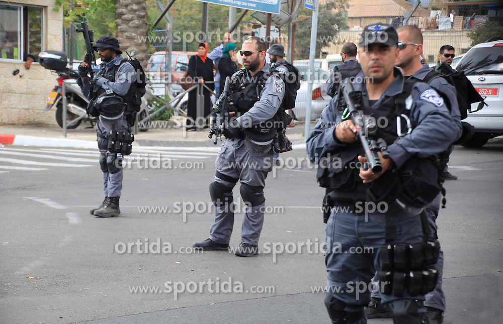 10.10.2015, Jerusalem, ISR, Gewalt zwischen Pal&auml;stinensern und Israelis, im Bild Zusammenst&ouml;sse zwischen Pal&auml;stinensischen Demonstranten und Israelischen Sicherheitskr&auml;fte // Israeli policemen secure the area where a Palestinian stabbed two Israeli Jews before he was shot dead outside Jerusalem's Old City October 10, 2015. Israeli forces shot dead two Palestinian assailants in East Jerusalem on Saturday, one of whom had stabbed two Israelis, police said, in a wave of violence that has raised concerns about a new Palestinian uprising. Police said two ultra-Orthodox Jewish men were wounded in the attack near Jerusalem's walled Old City. Earlier, paramilitary police shot dead a militant who had opened fire at them during late-night clashes at the Palestinian refugee camp Shuafat, police said, Israel on 2015/10/10. EXPA Pictures &copy; 2015, PhotoCredit: EXPA/ APAimages/ Mahfouz Abu Turk<br /> <br /> *****ATTENTION - for AUT, GER, SUI, ITA, POL, CRO, SRB only*****