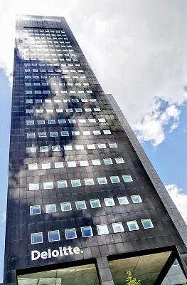Nederland, Leeuwarden, 17-8-2018Kantoorgebouw van Deloitte accountants , Deloitte Touche Tohmatsu is een van de grootste internationale organisaties op het gebied van de financiële en zakelijke dienstverlening. Foto: Flip Franssen