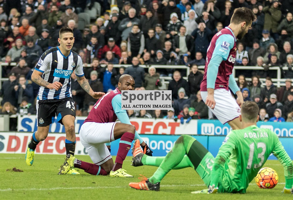 Newcastle United's Aleksandar Mitrovic tries to get to the ball before West Ham United's Adrian made a save......(c) MARK INGRAM | SportPix.org.uk