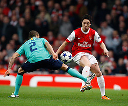 16.02.2011, Emirates Stadium, London, ENG, UEFA CL, FC Arsenal vs FC Barcelona, im Bild Barcelona's Dani Alves  and Arsenal's Samir Nasri in Arsenal vs Barcelona for the UCL  ,Round of last 16, at the Emirates Stadium in London on 16/02/2011, EXPA Pictures © 2011, PhotoCredit: EXPA/ IPS/ Kieran Galvin +++++ ATTENTION - OUT OF ENGLAND/GBR and France/ FRA +++++