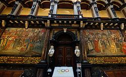 12-11-2014 BEL: Loting EK volleybal 2015 vrouwen, Antwerpen<br /> In het Antwerpse stadhuis werd door de Nederlandse-, Belgische volleybalbond en de CEV de loting voor het EK vrouwen verricht / De eerste Olympische vlag van 1920