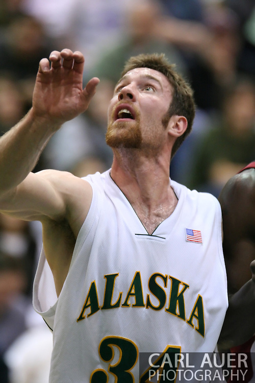 1/6/2006: Junior forward Carl Arts (34) of the UAA Seawolves looks for a rebound as Anchorage goes on to beat the visiting Central Washington Wildcats, 80-60 at the Wells Fargo Sports Complex on the campus of UAA.<br />