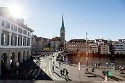 Switzerland, Zurich: Helmhaus e Fraumüster Kirche