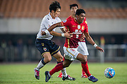 GUANGZHOU, CHINA - FEBRUARY 24:  Paulinho of Guangzhou Evergrande (R) being followed by Park Junhui of Pohang Steelers during the Guangzhou Evergrande FC v Pohang Steelers match as part of the AFC Champions League 2016 at Guangzhou Tianhe Sport Center on February 24, 2016 in Guangzhou, China.  (Photo by Aitor Alcalde Colomer/Getty Images)