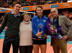 29-12-2013 VOLLEYBAL: DELA TROPHY UITREIKING INGRID VISSER AWARD: DEN BOSCH<br /> Volleybalkrant organiseerde de beste volleyballer en volleybalster 2013. De award die zij uitreikten kreeg een nieuwe naam - Ingrid Visser Award. De award, uitgereikt door de moeder van Ingrid Visser,  ging naar Robin de Kruijf en Joppe Paulides. Rechts Edzo Doeve. <br /> &copy;2013-FotoHoogendoorn.nl