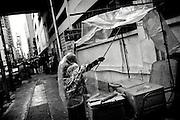 Hong Kong | HongKong | 02.12.2012 :  <br /> <br /> hier: Eine Frau baut ihren Marktstand auf<br />   <br /> Sascha Rheker<br /> 20121202<br /> <br /> <br /> <br /> [Inhaltsveraendernde Manipulation des Fotos nur nach ausdruecklicher Genehmigung des Fotografen. Vereinbarungen ueber Abtretung von Persoenlichkeitsrechten/Model Release der abgebildeten Person/Personen liegt/liegen nicht vor.] [No Model Release | No Property Release]