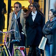 NLD/Amsterdam/20101110 - Ronny Rosenbaum en nieuwe partner Madi winkelend
