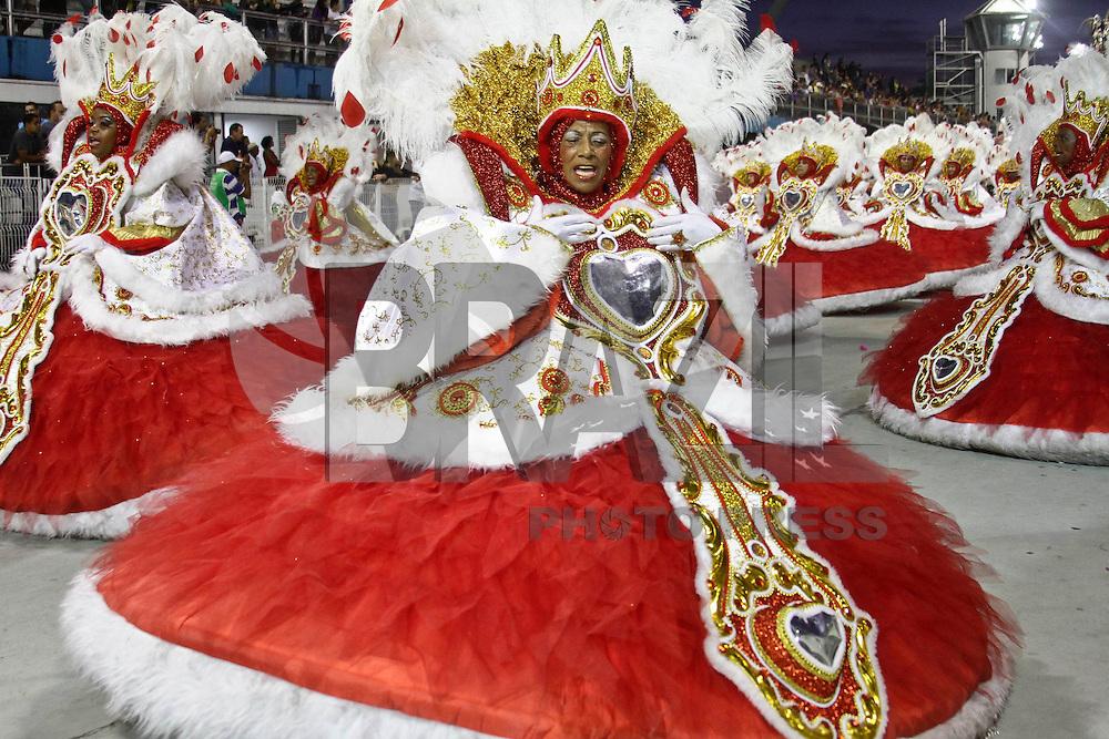 SAO PAULO, SP, 16 DE FEVEREIRO 2013 - CARNAVAL SP - DESFILE DAS CAMPEÃS  - Integrantes da escola de samba Mocidade Alegre: Campeã do Carnaval, durante desfile das campeãs  no Sambódromo do Anhembi na região norte da capital paulista, na manhã  deste sábado, 16. (FOTO:  LOLA OLIVEIRA / BRAZIL PHOTO PRESS).