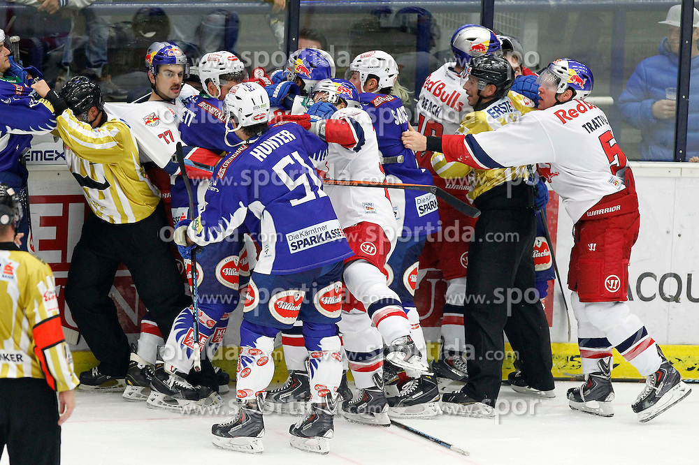 21.11. 2014, Stadthalle, Villach, AUT, EBEL, EC VSV vs EC Red Bull Salzburg, 19. Runde, im Bild eine Rauferei // during the Erste Bank Icehockey League 19th round match between EC VSV vs EC Red Bull Salzburg at the City Hall in Villach, Austria on 2014/11/21, EXPA Pictures © 2014, PhotoCredit: EXPA/ Oskar Hoeher
