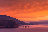 Australia, Tasmania, Tasman Peninsula, Tasman National Park, Cape Hauy, flaming sky