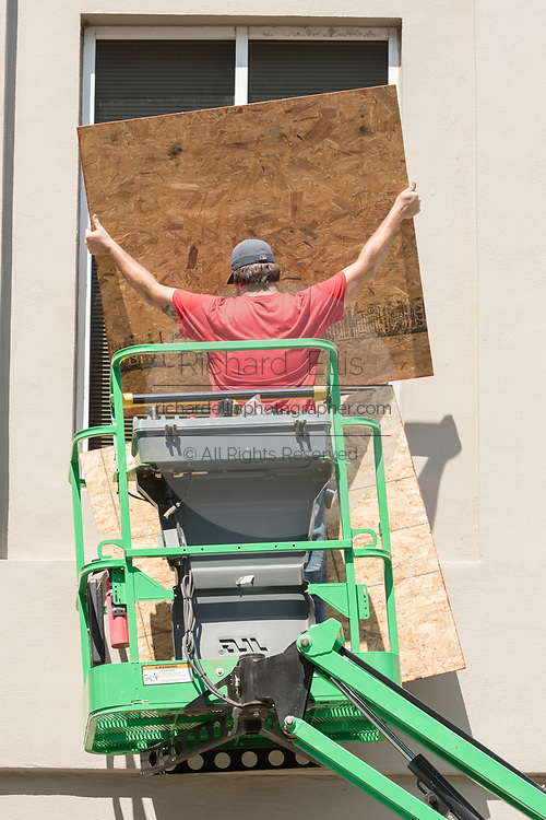 A worker use plywood to cover windows on historic Broad Street in preparation for Hurricane Irma September 8, 2017 in Charleston, South Carolina. Imra is expected to spare the Charleston area but hurricane preparations continue as Irma leaves a path of destruction across the Caribbean.