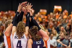 05-04-2017 NED:  CEV U18 Europees Kampioenschap vrouwen dag 4, Arnhem<br /> Nederland - Turkije 3-1 / Nederland doet zeer goede zaken en kan zich met winst op Itali&euml; zeker stellen van een halve finaleplaats - Yell, Handen, armen, vreugde, item volleybal