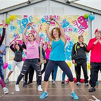 Nederland, Utrecht , 12 juni 2017.<br /> ProkkelSterrenslag luidt 10e Prokkelweek in: 1.000 deelnemers <br /> <br /> Maar liefst 80 teams, bestaande uit vertegenwoordigers van bedrijven en mensen met een verstandelijke beperking spelen een sportieve zeskamp. <br /> <br /> Tijdens de tiende Prokkelweek, van 12 tot 17 juni ontmoeten duizenden mensen met en zonder verstandelijke beperking elkaar. Het succes van de Prokkelweek is elk jaar groter, dit jaar worden doen er duizend mensen mee aan de ProkkelSterrenslag, worden er meer dan 400 activiteiten georganiseerd, lopen 2.000 mensen een Prokkelstage.  <br /> <br /> Foto: Jean-Pierre Jans