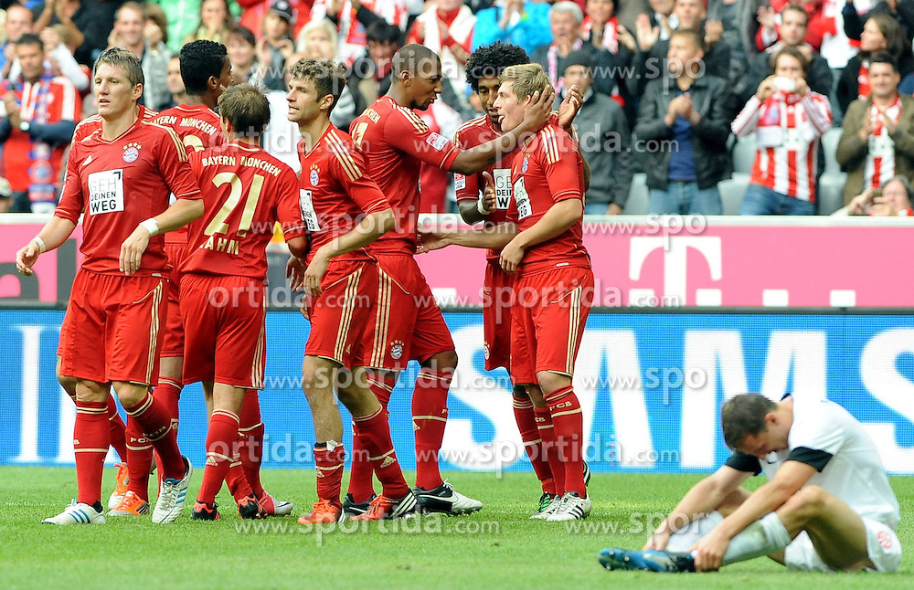 15.09.2012, Allianz Arena, Muenchen, GER, 1. FBL, FC Bayern Muenchen vs 1. FSV Mainz 05, 03. Runde, im Bild Die Bayern jubeln nach dem 3:1 in der letzten Spielminute durch Toni KROOS (FC Bayern Muenchen). Am Boden ist Zeenek POSPECH (1.FSV Mainz 05) enttaeuscht. // during the German Bundesliga 03rd round match between FC Bayern Munich and 1. FSV Mainz 05 at the Allianz Arena, Munich, Germany on 2012/09/15,, , , , . EXPA Pictures © 2012, PhotoCredit: EXPA/ Eibner/ Wolfgang Stuetzle..***** ATTENTION - OUT OF GER *****