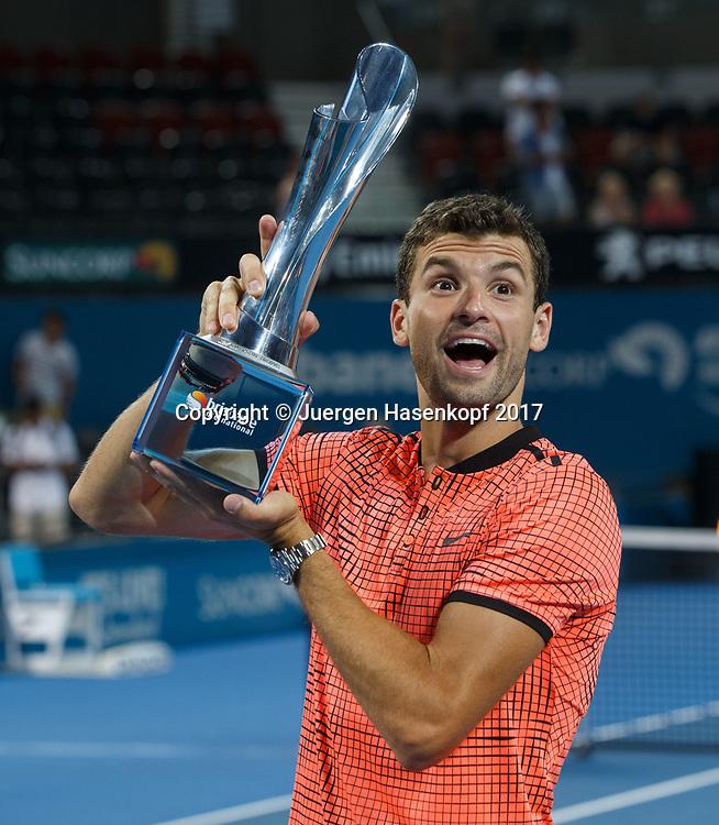 Sieger GRIGOR DIMITROV (BUL) mit Pokal, Siegerehrung, Praesentation<br /> <br /> Tennis - Brisbane International  2017 - ATP -  Pat Rafter Arena - Brisbane - QLD - Australia  - 8 January 2017. <br /> &copy; Juergen Hasenkopf