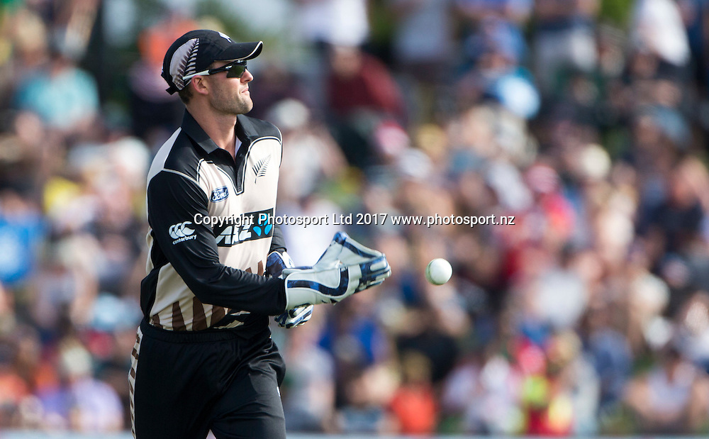 New Zealand's Tom Bruce suits up as the wicketkeeper.  New Zealand Blackcaps v Bangladesh, International Cricket, 2nd T20, Bay Oval, Tauranga, New Zealand. Friday, 06 January, 2017. Copyright photo: John Cowpland / www.photosport.nz