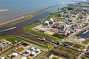 Nederland, Groningen, Delfzijl, 01-05-2013; zeesluis van het Eemskanaal met het zeehavenkanaal. De sluis maakt onderdeel uit van de vaarroute Lemmer-Delfzijl. Olietanks, opslag olie en benzine. Chemiepark met Akzo-Nobel, en de Eems in de achtergrond. <br /> Sealock of the Eemskanaal, the port of Delfzijl.<br /> luchtfoto (toeslag op standard tarieven);<br /> aerial photo (additional fee required);<br /> copyright foto/photo Siebe Swart
