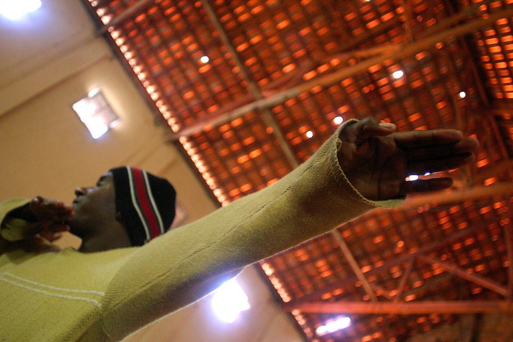 Rio Acima_MG, Brasil...Adolescente fazendo Street Dance do Projeto Fred em Rio Acima...Teenager doing Street Dance in the Fred project in Rio Acima...FOTO: LEO DRUMOND / NITRO.
