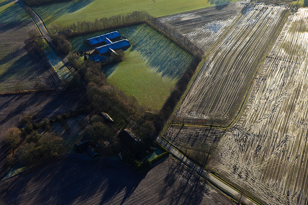 Nederland, Gelderland, Gemeente Barneveld, 20-01-2011. Geldersche Vallei, ten zuiden van Kootwijkerbroek intensieve veehouderij uitgereden geinjecteerde mest. Around a farm patterns of tractor tires in the field after manuring the land. .luchtfoto (toeslag), aerial photo (additional fee required).copyright foto/photo Siebe Swart