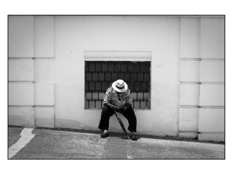 """Autor de la Obra: Aaron Sosa<br /> Título: """"Serie: Desde el Autoexilio""""<br /> Lugar: Ciudad de Panamá - Panamá<br /> Año de Creación: 2009<br /> Técnica: Captura digital en RAW impresa en papel 100% algodón Ilford Galeríe Prestige Silk 310gsm<br /> Medidas de la fotografía: 33,3 x 22,3 cms<br /> Medidas del soporte: 45 x 35 cms<br /> Observaciones: Cada obra esta debidamente firmada e identificada con """"grafito – material libre de acidez"""" en la parte posterior. Tanto en la fotografía como en el soporte. La fotografía se fijó al cartón con esquineros libres de ácido para así evitar usar algún pegamento contaminante.<br /> <br /> Precio: Consultar<br /> Envios a nivel nacional  e internacional."""