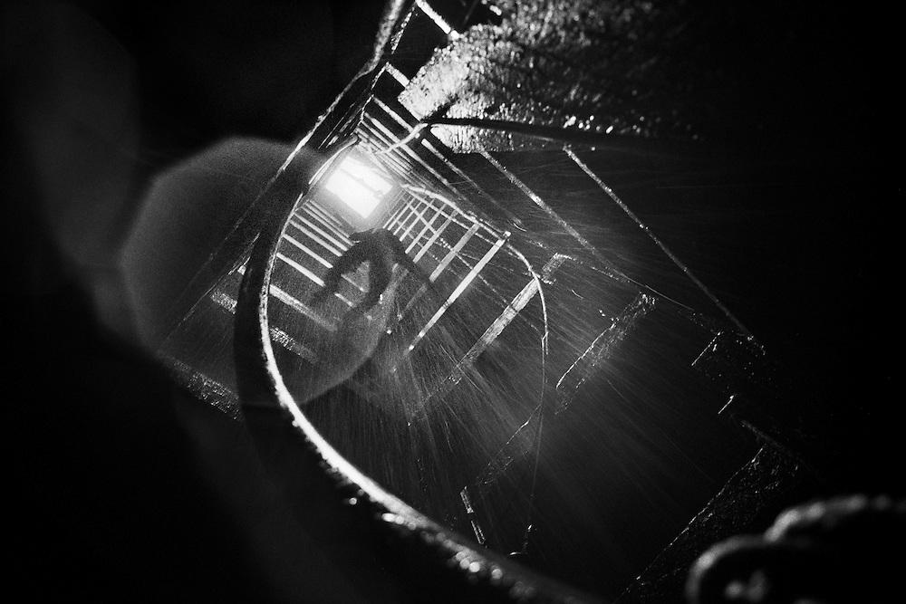 Brazil, Ressaca, rio Xingu, Para.<br /> <br /> Ressaca, colonie de garimpeiros, Extraction souterraine. Les roches du sous sol sont eclatees a la masse puis remontees en surface ou elles sont broyees. La poudre obtenue est ensuite traitee par addiction de mercure pour obtenir un amalgame de paillettes d'or.