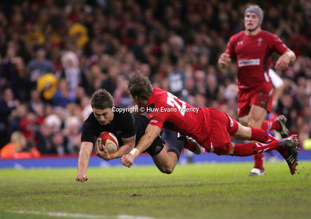 22.11.14 - Wales v New Zealand - Dove Men+Care Series - <br /> Beauden Barrett of New Zealand scores a try<br /> &copy; Huw Evans Agency