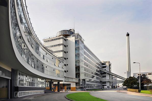 Nederland, Rotterdam, 22-09-2010 De Van Nelle fabriek, gebouwd tussen 1926 en 1930, wordt gezien als het meest toonaangevende gebouw uit de stroming het Nieuwe Bouwen. Sinds 1983 is de fabriek een rijksmonument. In 2000, na het vertrek van het bedrijf Van Nelle, is het complex volledig herontwikkeld. Door de Europese Unie en Europa Nostra is de restauratie en het hergebruik van de Van Nelle Ontwerpfabriek in 2008 onderscheiden met de hoogste prijs voor Europees Cultureel Erfgoed projecten.Foto: Flip Franssen/Hollandse Hoogte