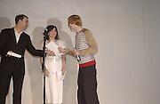 Philip Dodd, Bjork and Toby Patterson. Becks Prize award evening. I.C.A. 7 May 2002. © Copyright Photograph by Dafydd Jones 66 Stockwell Park Rd. London SW9 0DA Tel 020 7733 0108 www.dafjones.com