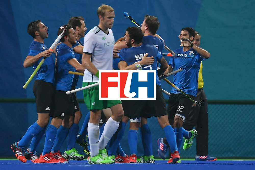 Argentina'a players celebrate scoring during the mens's field hockey Ireland vs Argentina match of the Rio 2016 Olympics Games at the Olympic Hockey Centre in Rio de Janeiro on August, 12 2016. / AFP / MANAN VATSYAYANA        (Photo credit should read MANAN VATSYAYANA/AFP/Getty Images)
