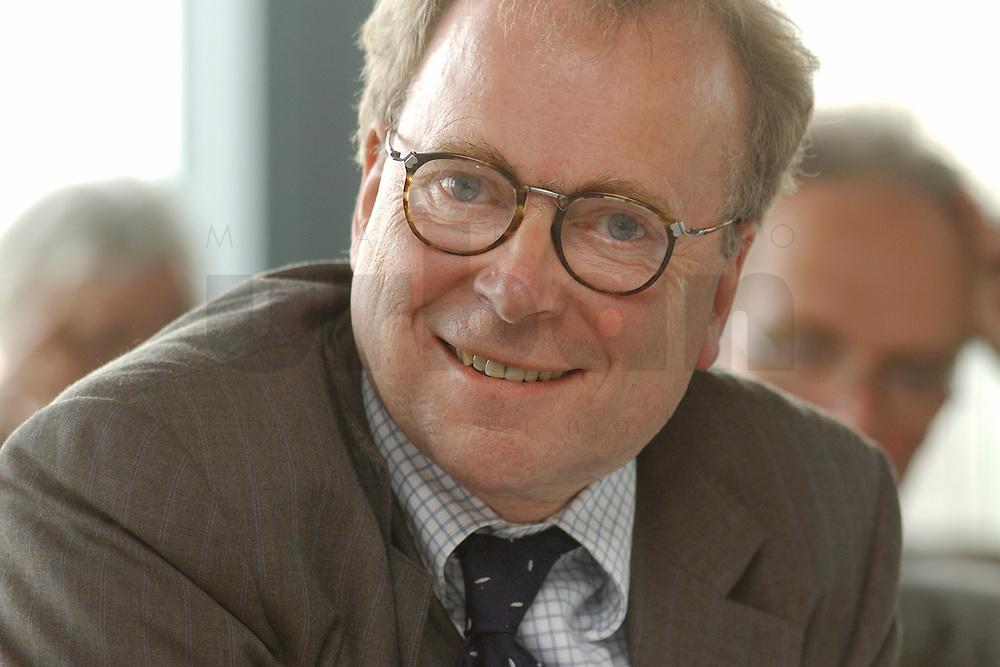 01 NOV 2002, BERLIN/GERMANY:<br /> Prof. Dr. Gerd Langguth, Seminar fuer politische Wissenschaft, Rheinische-Friedrich-Wilhelms-Universitaet, Bonn, Workshop Strategien und Praxis in Wahlkampagnen, Sony Center<br /> IMAGE: 20021101-01-102