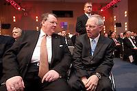 12 JAN 2009, KOELN/GERMANY:<br /> Peter Heesen (L), Bundesvorsitzender dbb, und Wolfgang Schaeuble (R), CDU, Bundesinnenminister, im Gespraech, 50. Gewerkschaftspolitische Arbeitstagung des Deutschen Beamtenbundes, dbb, Messe Koeln<br /> IMAGE: 20090112-01-065<br /> KEYWORDS: Wolfgang Schäuble, Gespräch