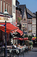 DEU, Germany, Aachen, pavement cafe at the Huehnermarket....DEU, Deutschland, Aachen, Strassencafe am Huehnermarkt. ........