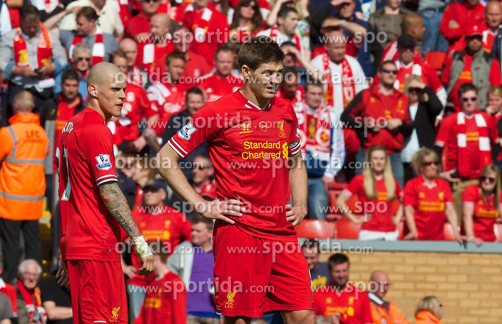 27.04.2014, Anfield, Liverpool, ENG, Premier League, FC Liverpool vs FC Chelsea, 36. Runde, im Bild Liverpool's captain Steven Gerrard looks dejected at the final whistle as Chelsea's ultra defensive play leads to a 2-0 victory // during the English Premier League 36th round match between Liverpool FC and Chelsea FC at Anfield in Liverpool, Great Britain on 2014/04/27. EXPA Pictures &copy; 2014, PhotoCredit: EXPA/ Propagandaphoto/ David Rawcliffe<br /> <br /> *****ATTENTION - OUT of ENG, GBR*****
