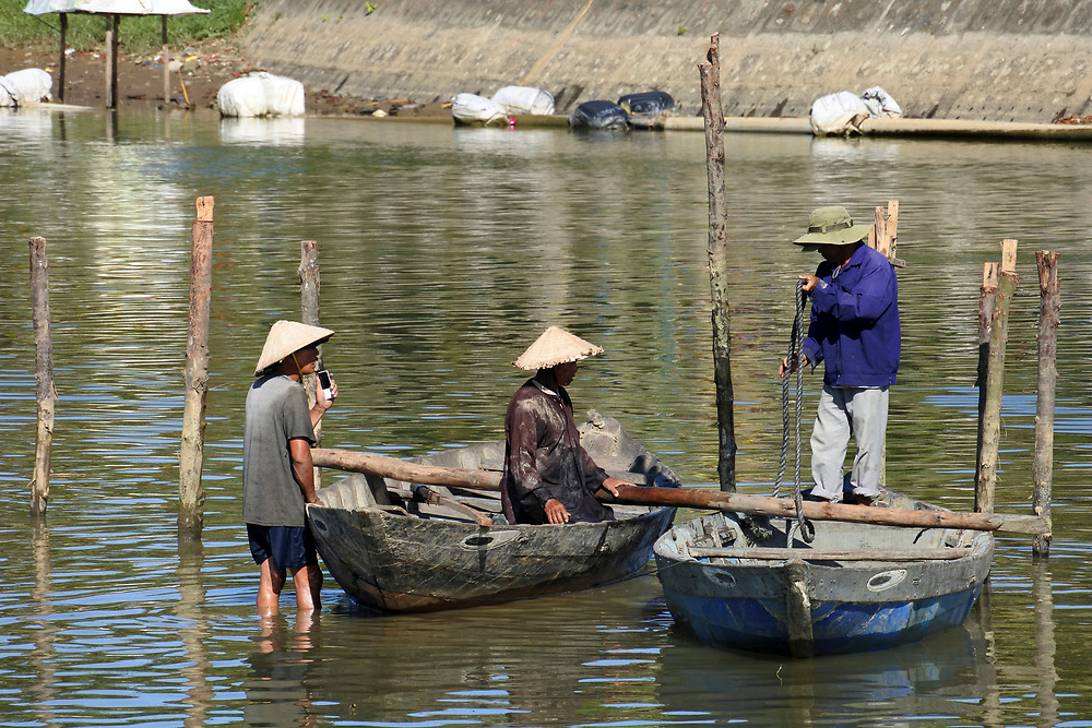 3 Men dismantling a jetty in Hoi An