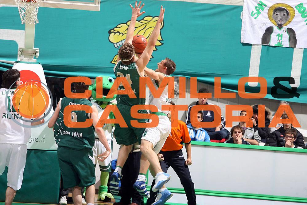 DESCRIZIONE : Siena Eurolega 2007-08 Montepaschi Siena Union Olimpija Lubiana Ljubljana<br /> GIOCATORE : Rimantas Kaukenas<br /> SQUADRA : Montepaschi Siena<br /> EVENTO : Eurolega 2007-2008<br /> GARA : Montepaschi Siena Union Olimpija Lubiana Ljubljana<br /> DATA : 24/10/2007 <br /> CATEGORIA : penetrazione<br /> SPORT : Pallacanestro <br /> AUTORE : Agenzia Ciamillo-Castoria/E.Castoria